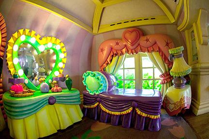 minnies bedroom.jpg