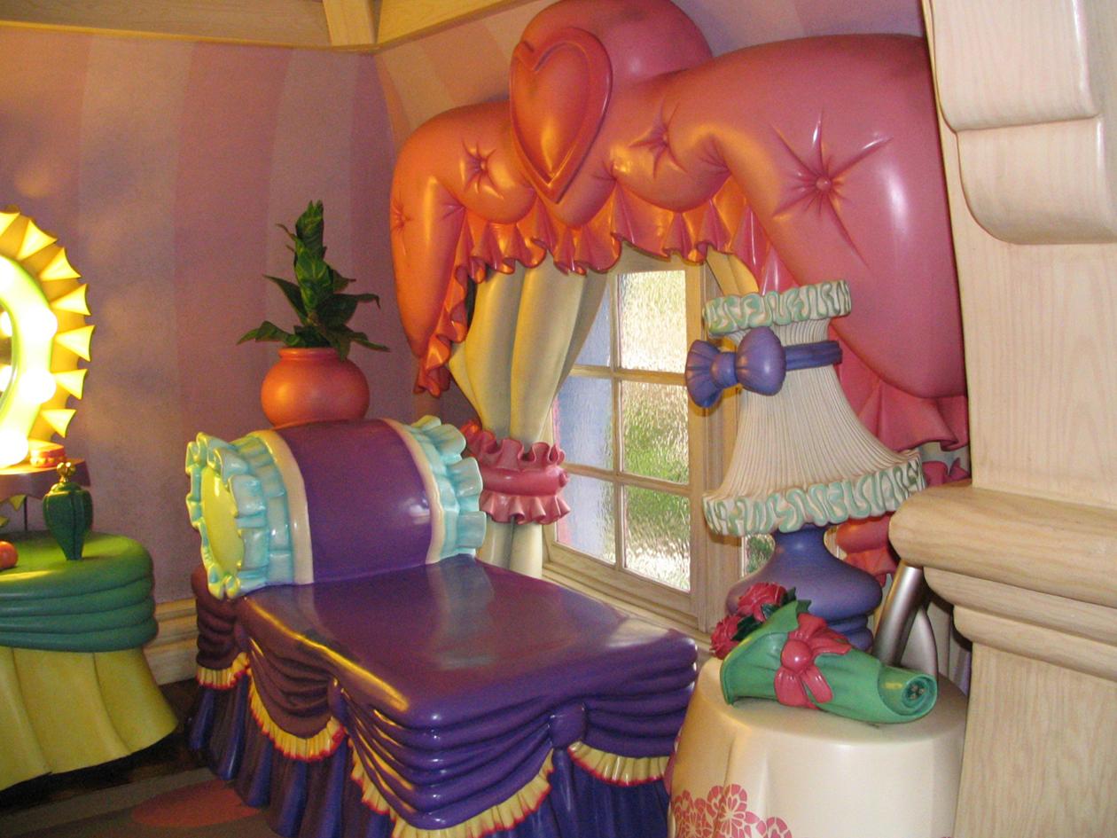 Minnie's bedroom - Disneyland Part 4 copy.jpg
