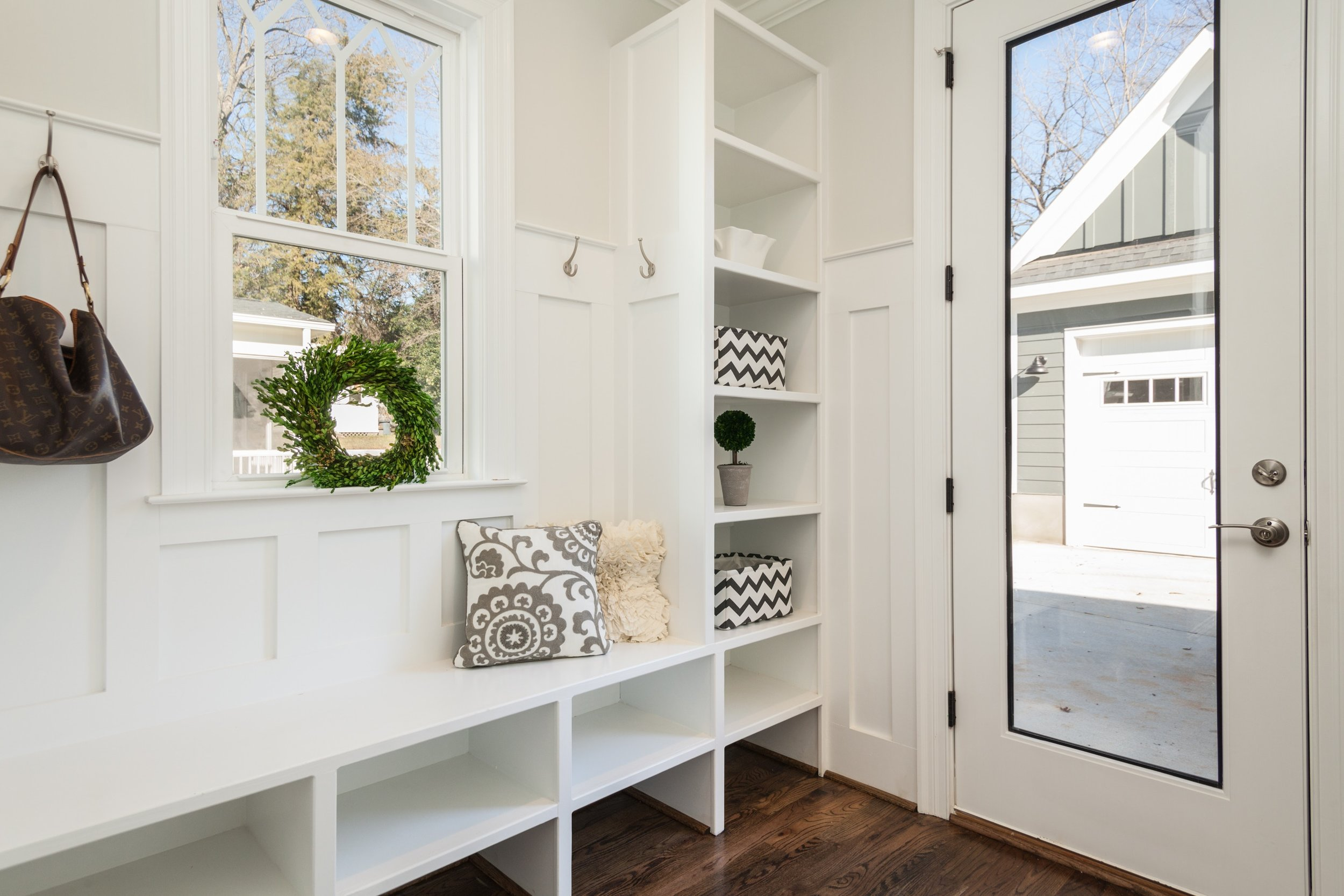 Decluttered entry way