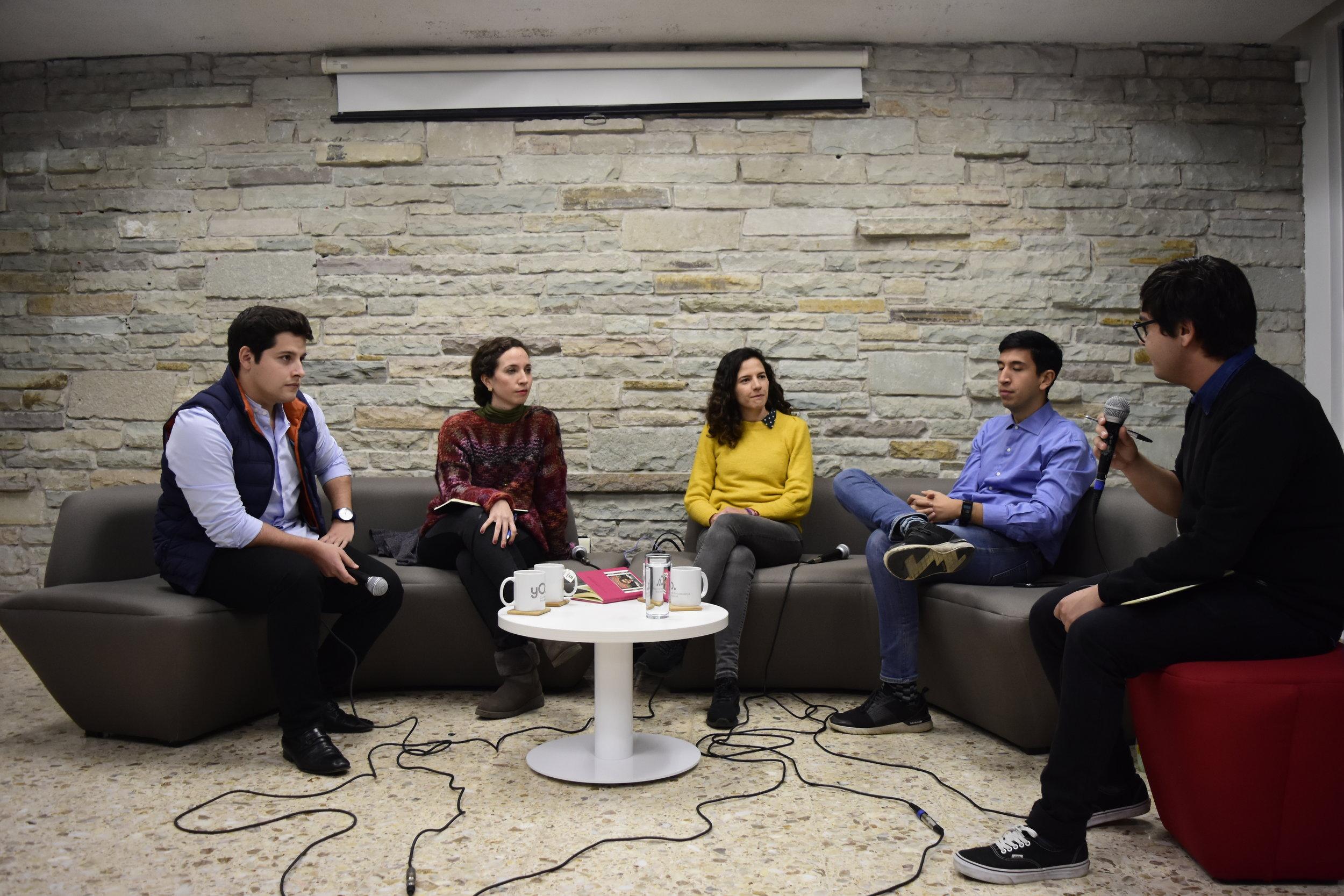 (De izq. a der.)  César Ulloa,   Ximena Peredo ,  Paty de Obeso   Pedro Kumamoto , y  Luis Mendoza