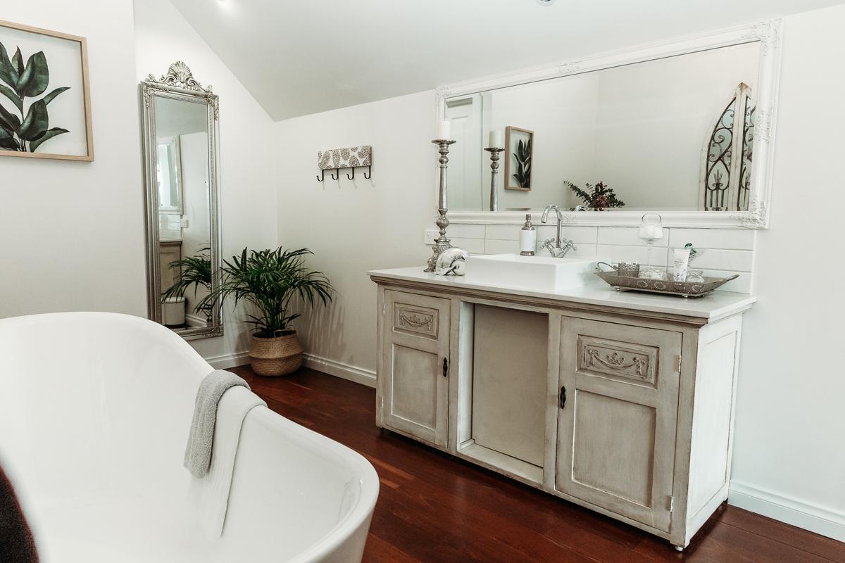 Ivy-Bathroom.jpg