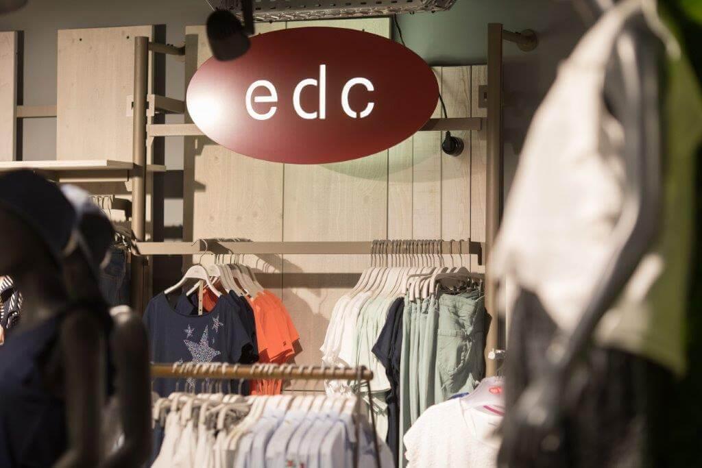edc by Esprit - Jung, frisch & immer voll im Trend liegen Sie mit der Mode von edc by Esprit. Die Marke bietet angesagte Styles zum fairen Preis. Authentisch und entspannt sind die Moden, in denen man sich einfach wohlfühlt.Wer also nach moderner Kleidung für alle Altersgruppen sucht, wird hier garantiert fündig.