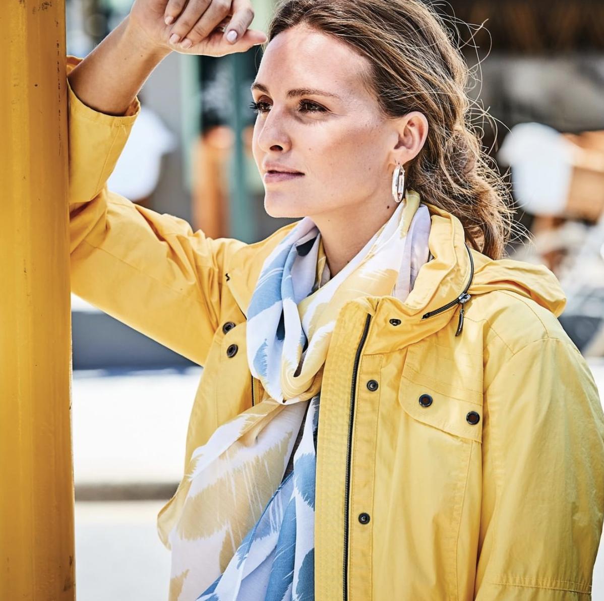 CLARINA - CLARINA COLLECTION ist die Modern Classic Marke für die sportive, gepflegte und stilvolle Frau mit hohem Qualitätsanspruch, die Wert auf ein gutes Preis-Leistungs-Verhältnis legt.Modische Details und harmonische Farben verkörpern eine feminine Leichtigkeit.