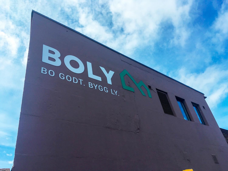 Boly-Gruppen-AS-profilering-kontor-mot-elv-3mm-ibond-CNCfrest.jpg