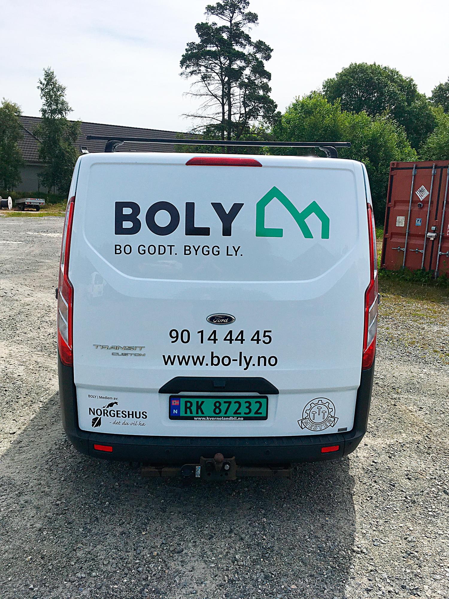 Boly-Gruppen-AS-profilering-kontor-mot-Storgata-vindus-dekor-og10mm-PVC-fres.jpg