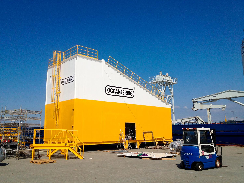 Oceaneering-ROV-hangar-til-supplybåt.jpg