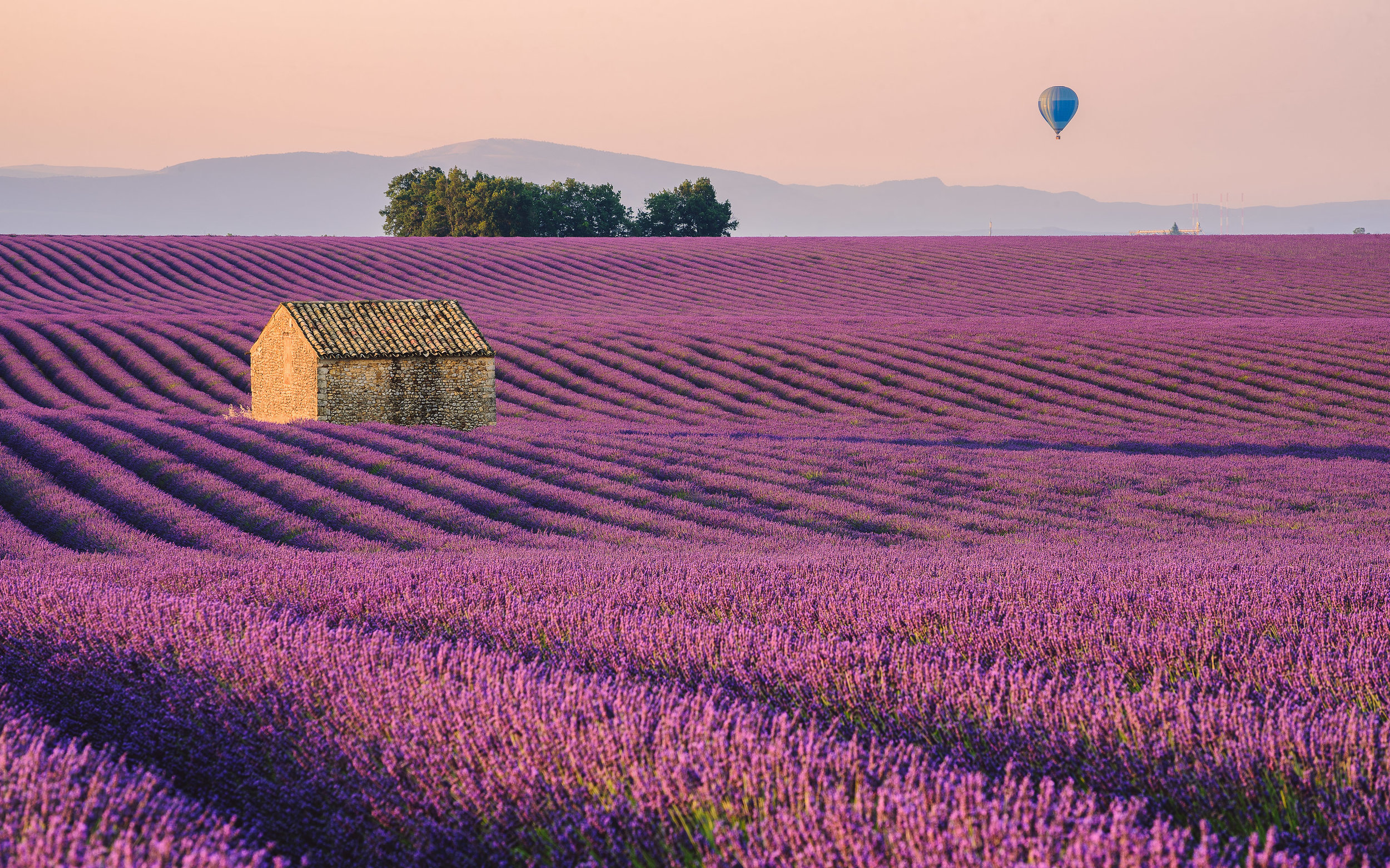Day 1 - Meetup in Nice Airport at 13:00. We will then drive to the hotel in Provence where we will spend the next days. We will start our adventure with a sunset photography session at the Valensole plateau to enjoy right away the beauty of Provence.