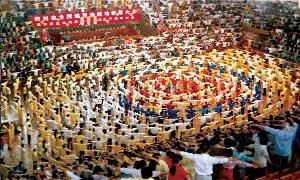 Many people practice the Falun Gong exercises at a Falun Gong Experience-Sharing Conference in China before the persecution began in 1999.