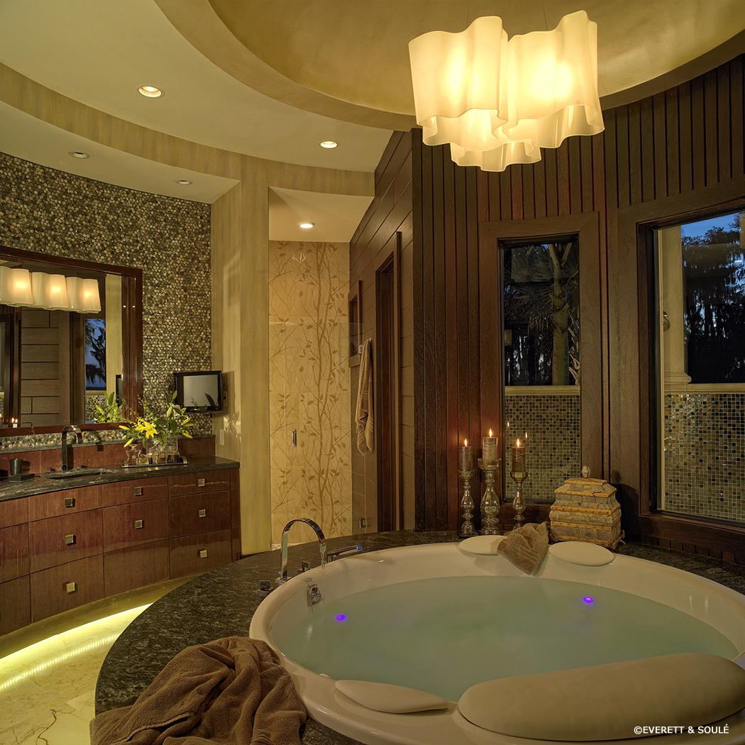 2105418-12 Master Bath.jpg