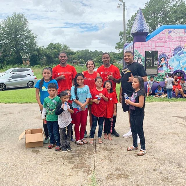 Check out the Kappa Alpha Chapter of Alpha Phi Alpha, Fraternity, Inc. as they teamed up with small groups from the Church of Highlands to participate in their annual Serve Day! 👑  @kamovement