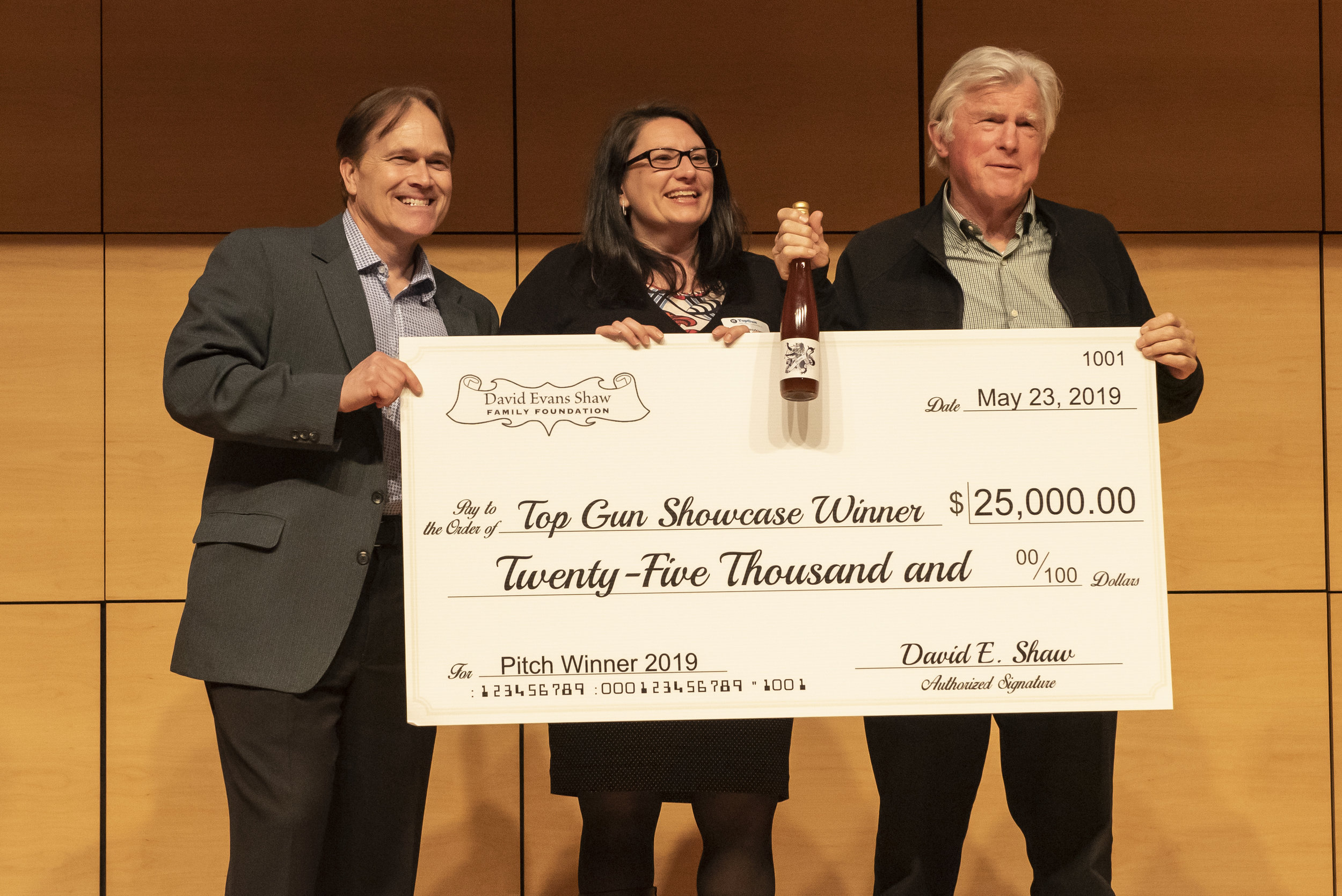 Neuright accepts the winning prize of $25,000  Tom Rainey, Magdalena Blaszkiewicz, David E. Shaw  Photo by Claudia Dricot