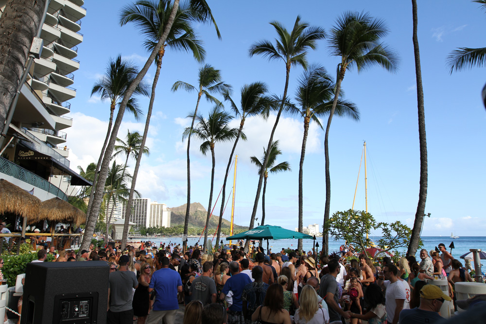 Dukes on Sunday - Sunday's at Dukes Waikiki