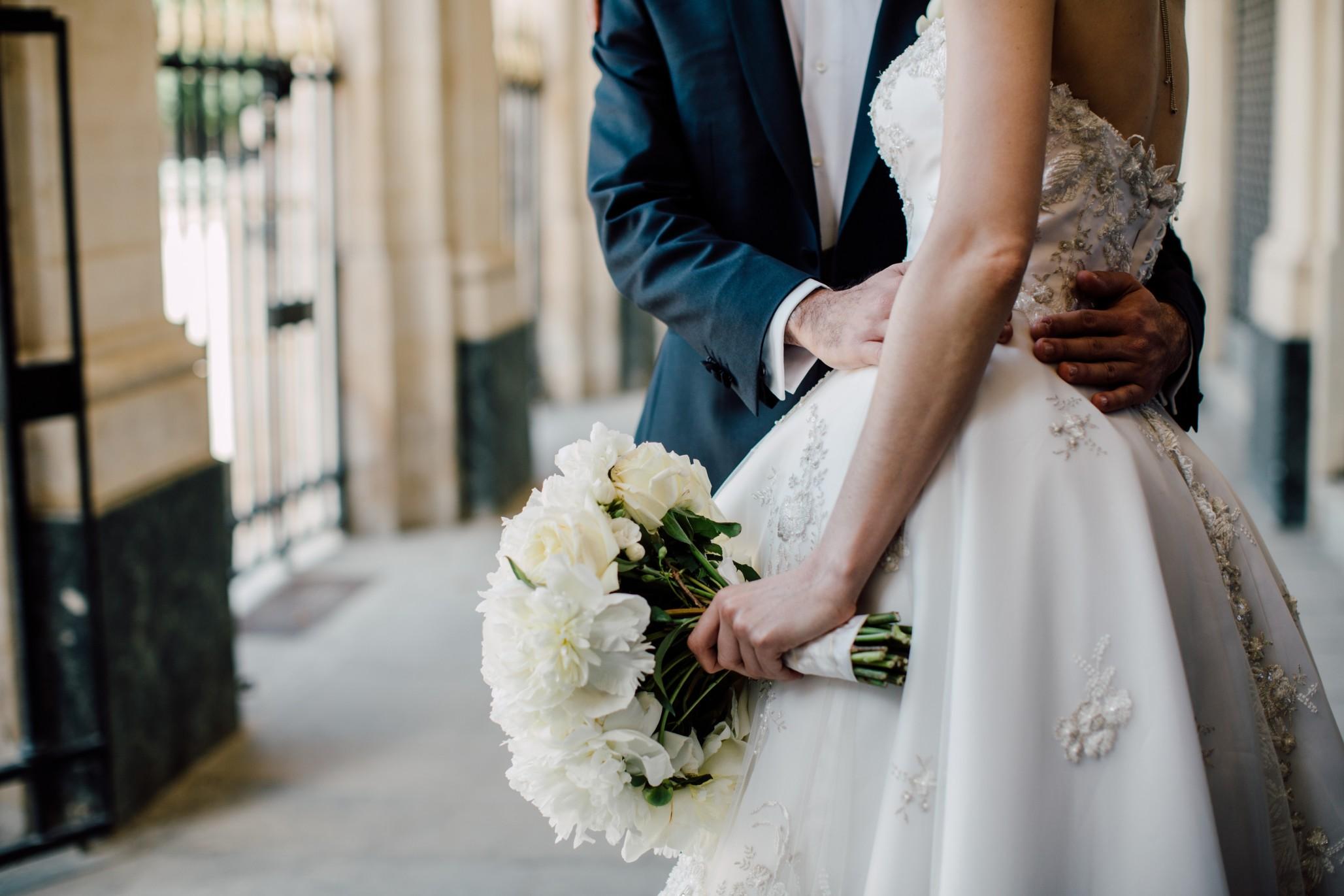bride-and-groom_t20_eoJer2.jpg