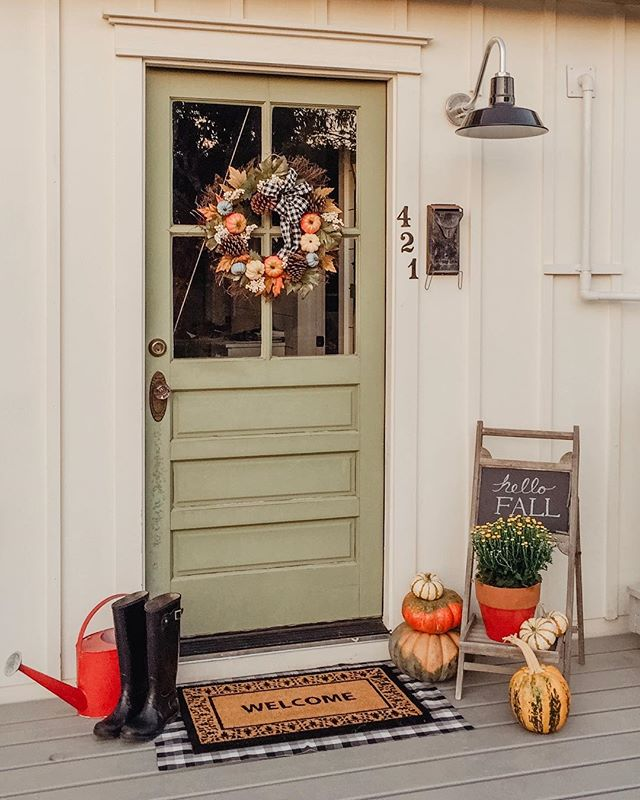 Fall is finally here in the Texas Hill Country! It dipped below 85 degrees! Lol! 💨🍁. .  It's time for candy corn and pumpkin spice in my life! 🤗🎃. . . .  @barnlightusa #greendoor #madronehillcottage #falldoor #fallporch #barnlightelectric #offgrid #offgridliving #pumpkins #cottagelife #falldecor #greenliving #sustainableliving #🍁🍂 #candycornseason #allthingspumpkin🎃