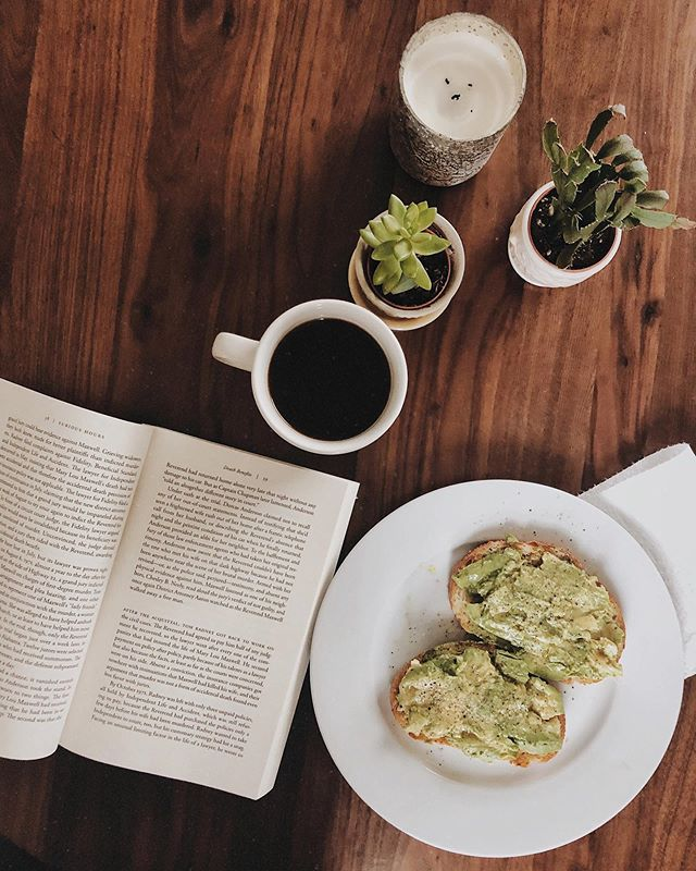 Breakfast with a book. My favorite. Let's talk toast toppings - I'll tell you my faves and you tell me yours. I love avocado toast (I AM a millennial, after all) with lemon juice, salt, and pepper. I also have been loving toast with Beecher's cheddar and the onions that I pull out of the sauce. If you haven't tried the sauce yet and don't know what I'm taking about, the recipe is saved to my highlights. What's your favorite toast topping? . . . . . #booksandbreakfast #breakfastandbooks #booksandcoffee #coffeeandbooks #booksandbeans #bookish #bookstagram #readstagram #vscobooks #vscoreads #avocadotoast #slowmorning #slowlived #ofsimplethings #ofquietmoments #simplethingsmadebeautiful #breakfastgram #coffeegram