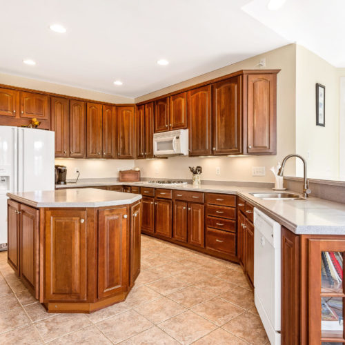 5135-Allison-Marshall-Dr-MLS-Size-006-24-Kitchen-2048x1536-7.jpg