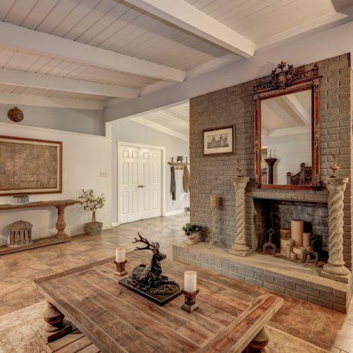 Foyer-Den-2-500x500.jpg