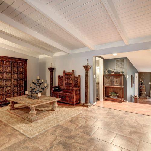 Foyer-Den-500x500.jpg