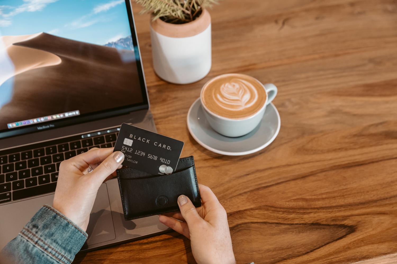 LuxuryCard-Black-4542.jpg