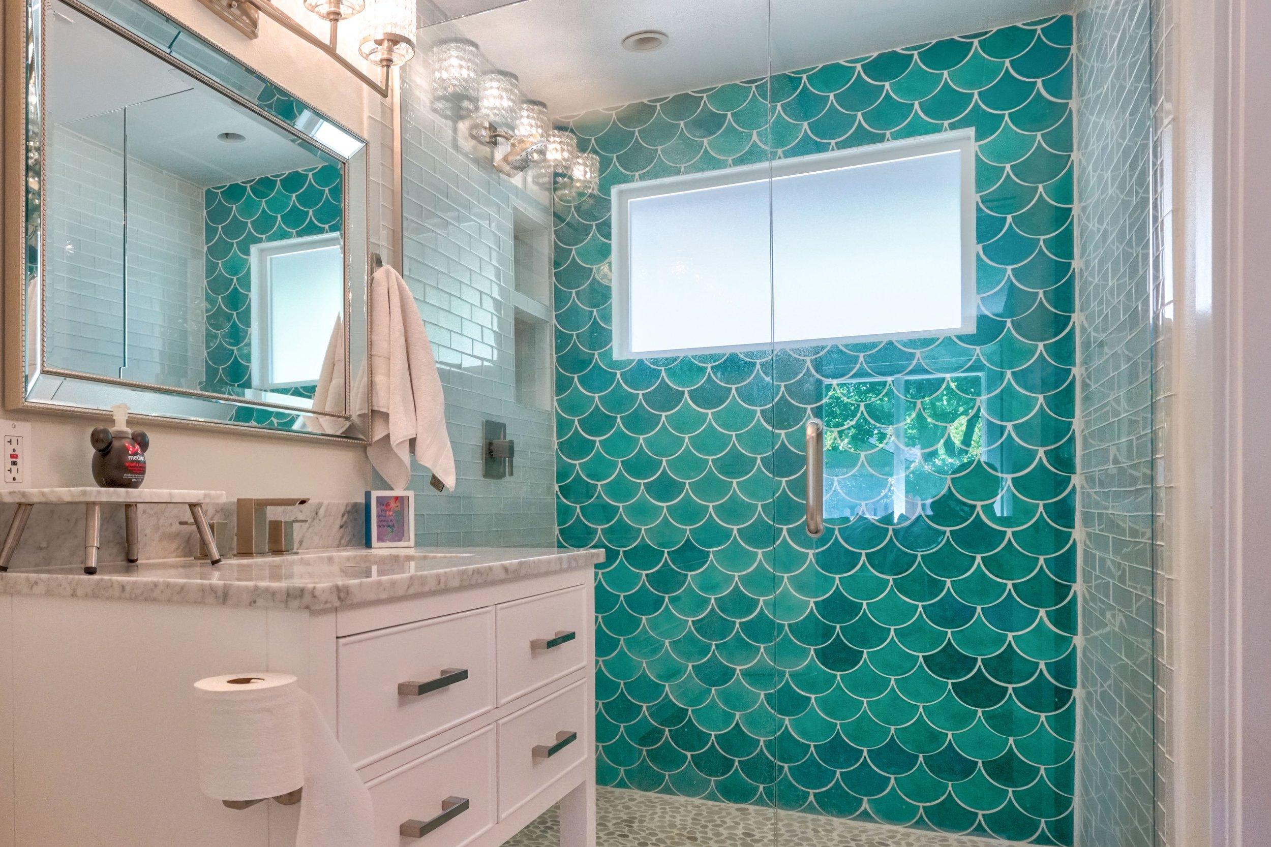 best-airbnb-portland-for-groups-mermaid-bathroom.jpg