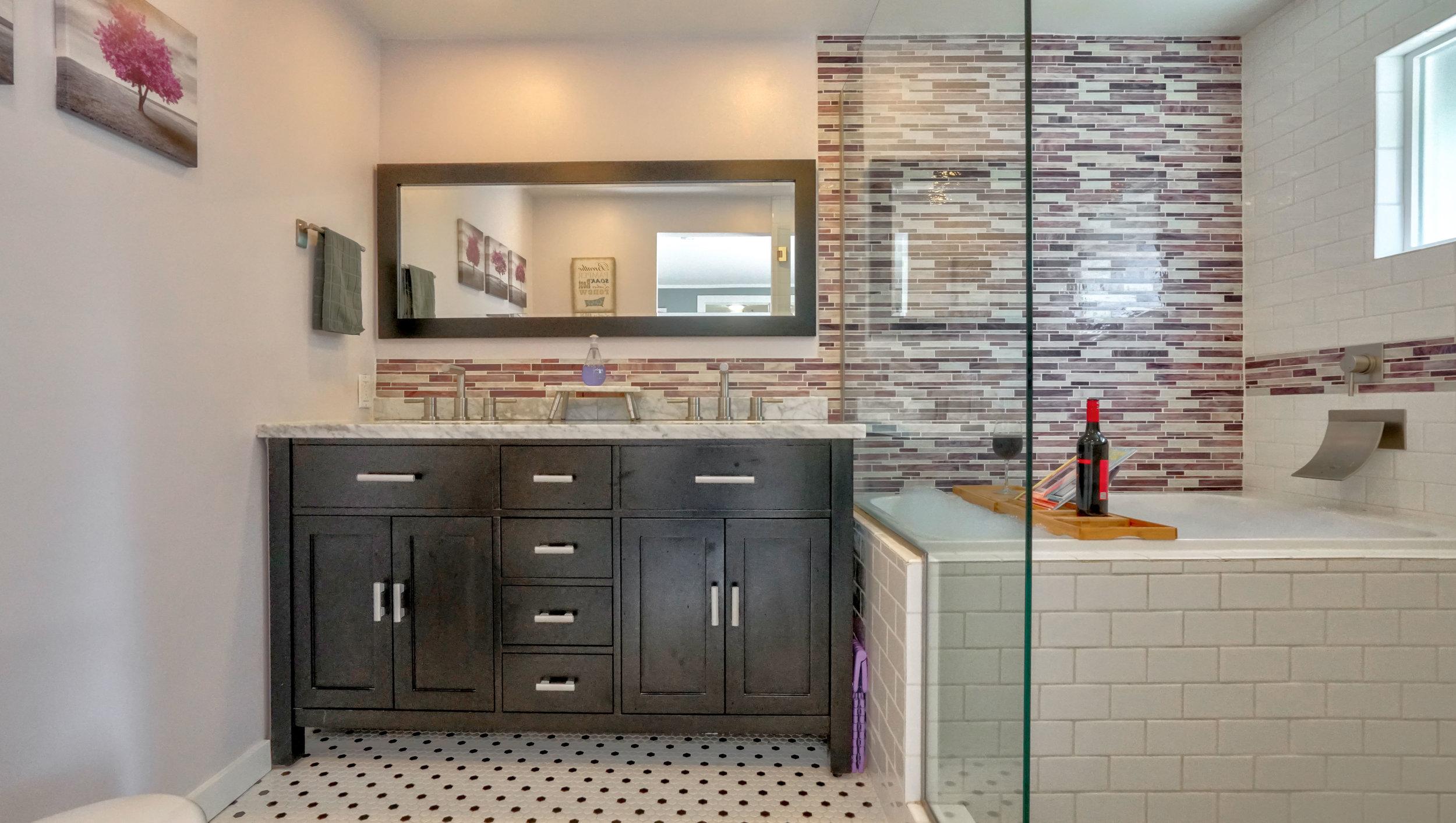 best-airbnb-portland-for-groups-master-bathroom.jpg