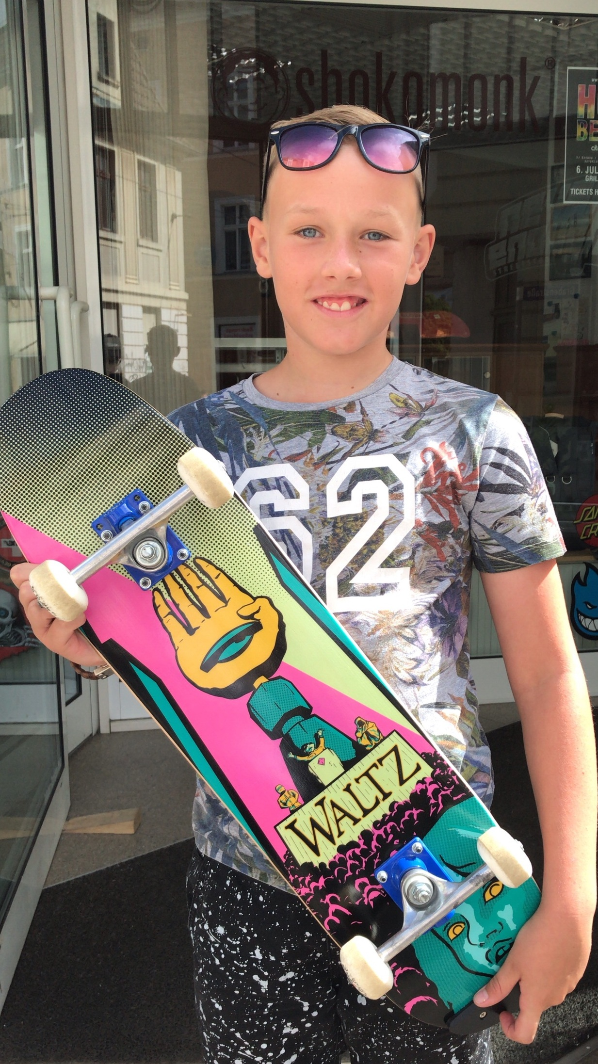 LIon takes home his new Monument freestyle Board, available at Never enough streetstore.