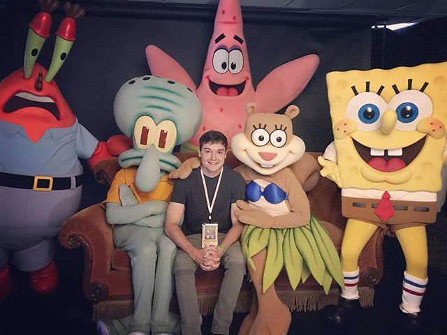 Bikini Bottom F•R•I•E•N•D•S! Super excited to see the bikini bottom crew with the original Friends couch 🧽 #sdcc #sdcc2019 #fisforfriends