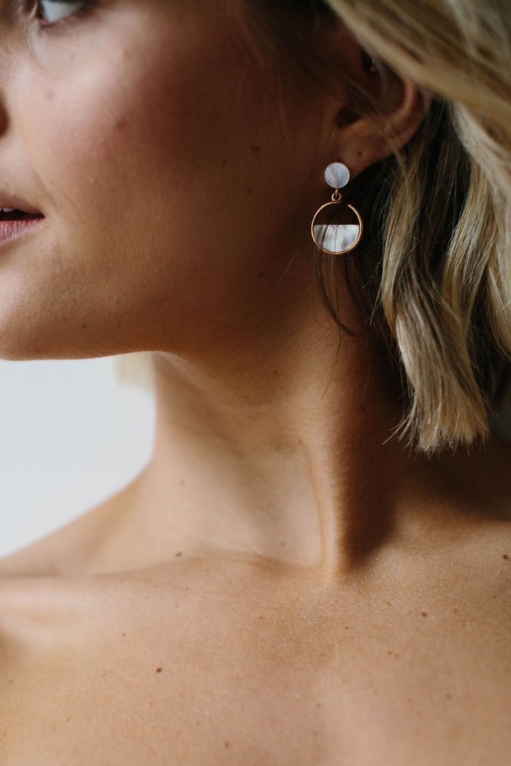 Natural No Makeup Bride with Modern Gold Hoop Pearl Earrings on Pinterest for Amelie George Wedding Jewellery Campaign
