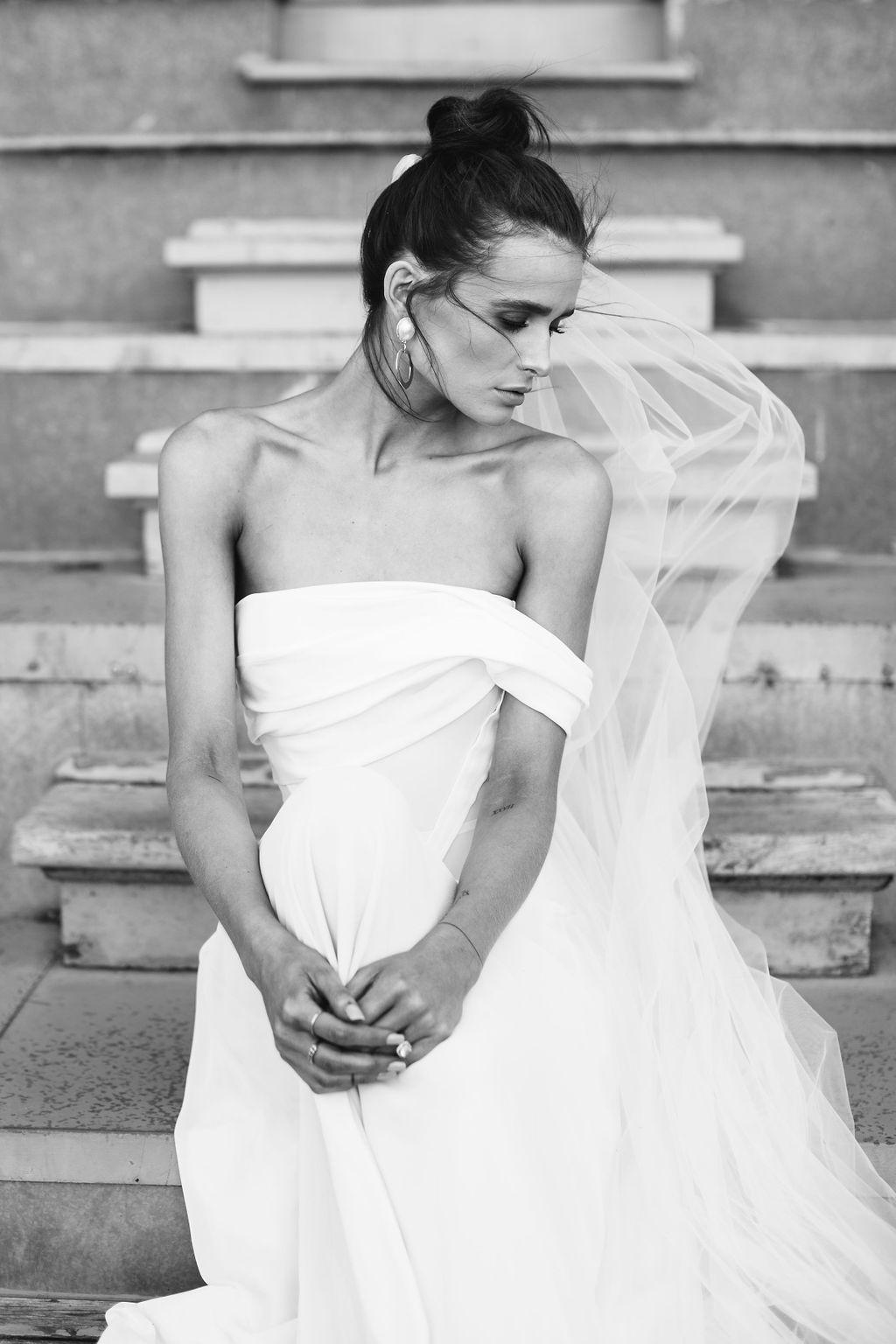 bridal-and-wedding-earrings-maleny-large-gold-pearl-statement-wedding-earrings-118.jpg