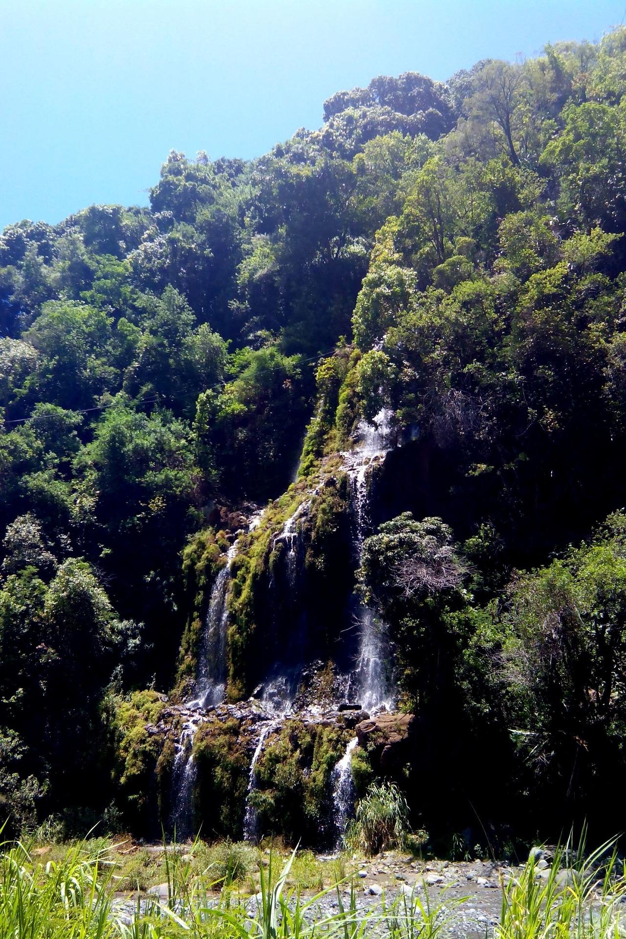 cascade-1321593_1920.jpg