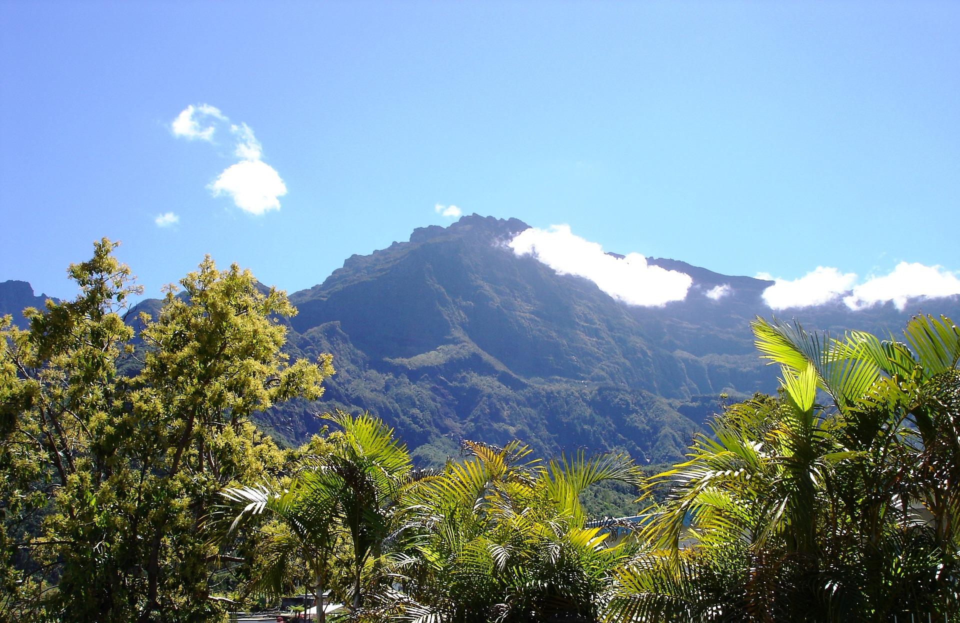 mountain-1287604_1920.jpg