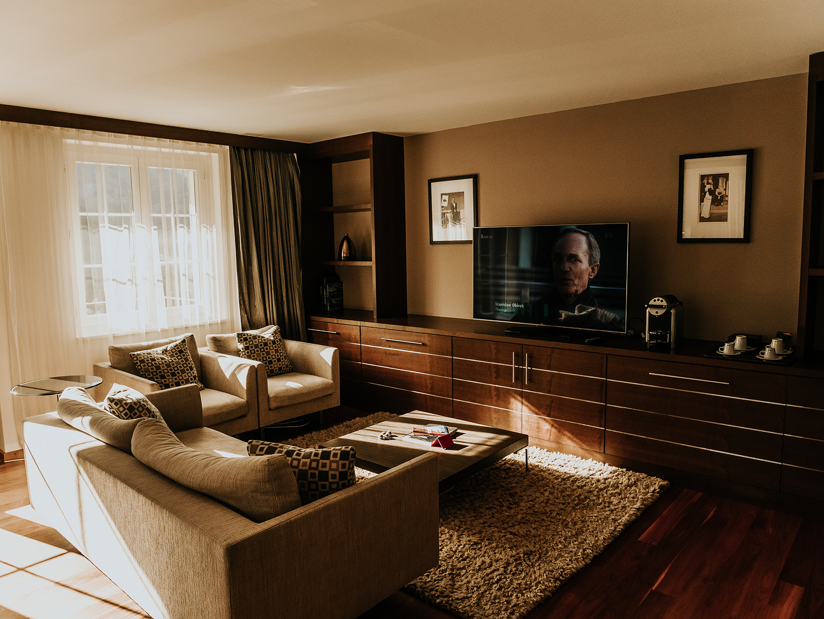 Suite at The Cambrian - Living room with TV
