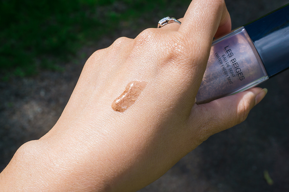 The texture of Chanel Les Beiges Water-Fresh Tint - skintone