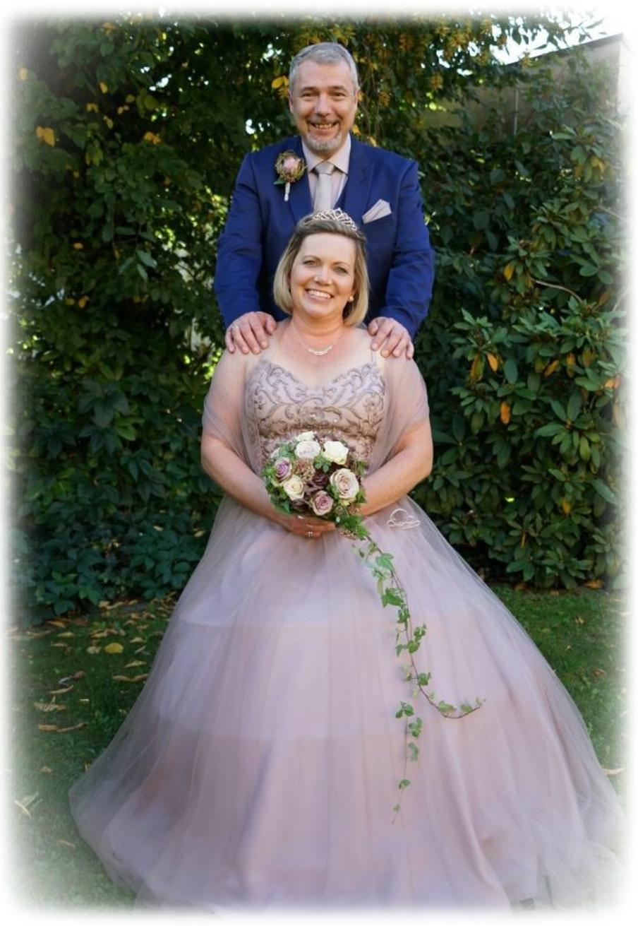 Das schönste Versprechen - haben sich im September 2019 Silke & Shane Entwistle gegeben. Wir gratulieren den Beiden und wünschen von Herzen alles Gute für den gemeinsamen Weg!