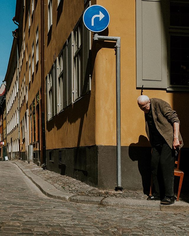 I was walking around in the old town in Stockholm the other day, when I spotted this gentleman. He was dragging along a wooden chair. Slowly, slowly moving through the dark alley, until he reached the sun on the corner, where he sat down to enjoy the spring sun. I bet he does this every day. • • • • • #lensculturestreets #eyeem #eyeemoninstagram #stockholm #filmaddict #dreaminstreets #streetphotographyhub #visitstockholm #urbanstreetphotogallery #capturestreets #diewocheaufinstagram #streets_storytelling #fujifeed #myfujifilm #fujifilmde #fromstreetswithlove #everybodystreet #magnumphotos #streetsshared #photocinematica #friendsinperson #thinkverylittle #streetscenesmag #streetweekly #storyofthestreet #nonstopstreet #fujifilmfeaturetime #grainisgood #streetphotographyincolors