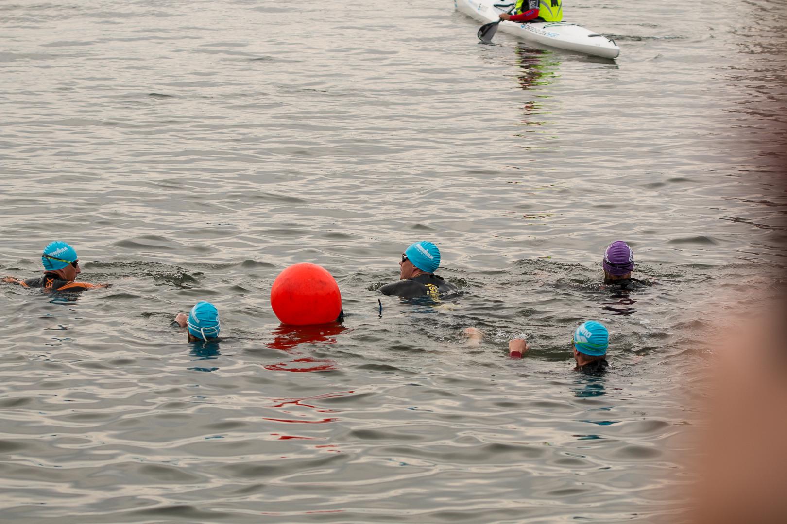 Vid starten på en Ironman-simning. Foto: Erik Arenhill