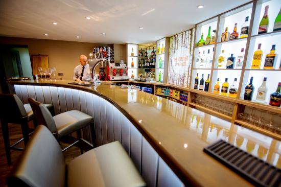 eddies-bar-at-the-lobster.jpg