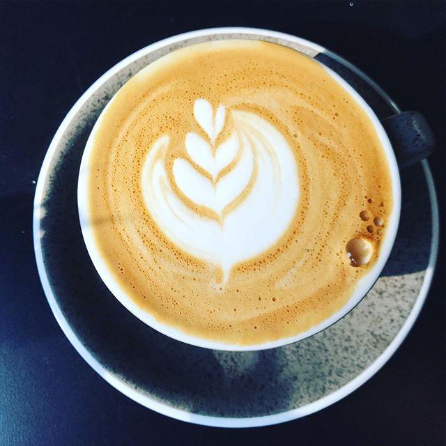 Morgen, zondag 06/10, is Koffie & Korneel open! Eerst is er brunch tot 12u30 maar erna is iedereen welkom om taart te eten, te lunchen, koffie te drinken of een slow brew te proeven! Volgende opening is 01/12. Dus tot morgen ☕️😉 #coffee #brunch #taart #lunch #hoboken #koffie #espresso #antwerpen