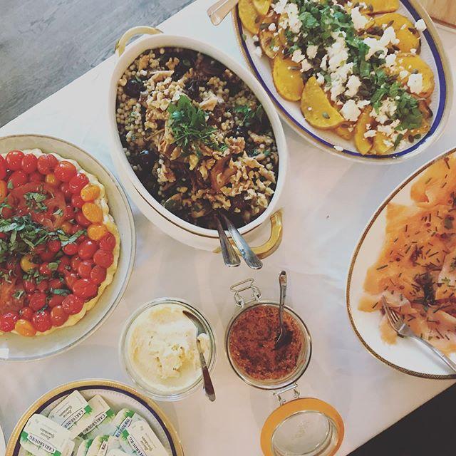 Wil jij nog komen lunchen, een late brunch eten of jezelf trakteren op een heerlijke lunch voor morgen? Kom gerust af! Wij zijn open tot 16u 😉 #lunch #brunch #eten #taart #pompoen #tartetatin #koffie #hoboken