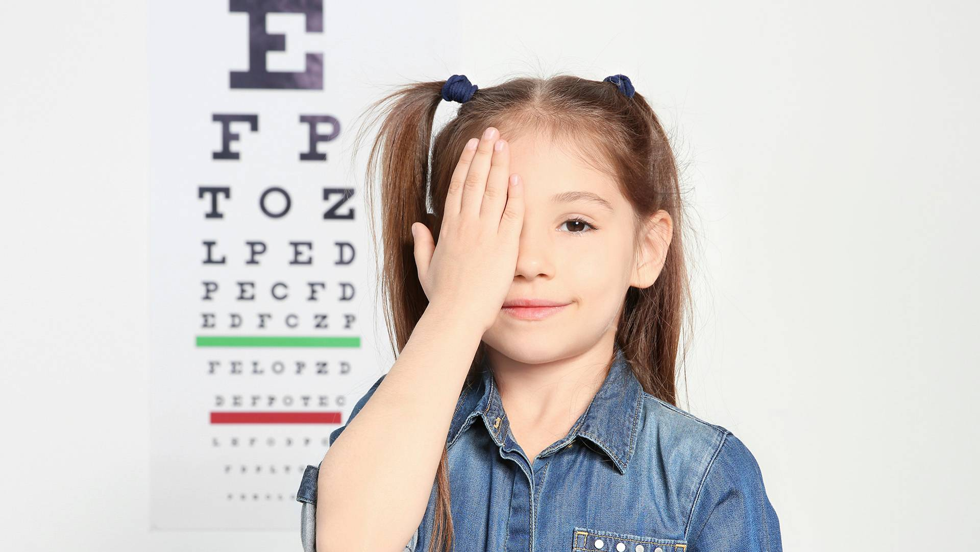 myopia-children-contact-lens-atropine-eye-chart-blur.jpg