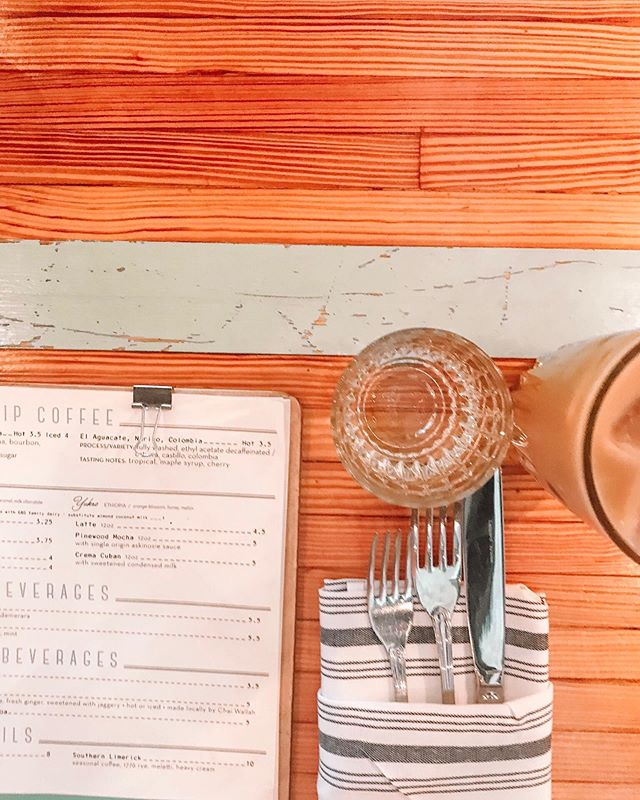 Brunching is like a new Olympic sport these says; and Nashville is no exception! With so many options it's hard to choose... or get a reservation (thanks to a zillion bachelorette parties). Pinewood Social is a great spot for brunch, lunch, cocktails and even a little friendly competition 🥓🥞☕️🎳 • • Though no gluten free bread options, they were able to make sure my food was #gf sensitive & the vibe was super cute! Happy brunching friends 🥂 • • #brunchinnash #nashvilleeats #gfreenashville #nashvillebrunch #nashvegas #brunch #nashville