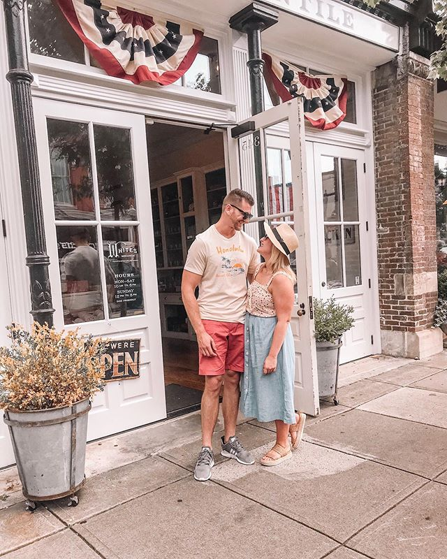 I a-door you 💕 ... and Franklin too! It has a little bit of everything you need a cute little town: • fun local restaurants • cozy wine bars • adorable little shops • quaint streets • southern charm • • If you're visiting #Nashville, make a short drive out to this great town for a little slower (less bachelorettey) place 🌸 • • #franklinTN #visitfranklin #visitTN #southernroadtrip #weekendgetaway #southerngetaway