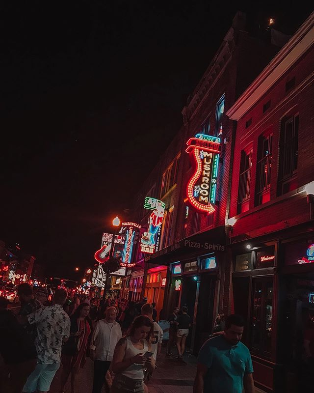 I woke up in Nashville ⠀⠀⠀⠀⠀⠀⠀⠀⠀ 'Cause those Broadway lights don't shine ⠀⠀⠀⠀⠀⠀⠀⠀⠀ The way that your eyes did ⠀⠀⠀⠀⠀⠀⠀⠀⠀ When they were staring back right back in mine // 🎶 Seth Ennis // • • Those Broadway lights sure do shine. Where are we, Vegas or Nashville?! 👠 • • #nashvegas #nashville #visitnashville #honkytonk #honkytonkrow #countrygirl #datenightout