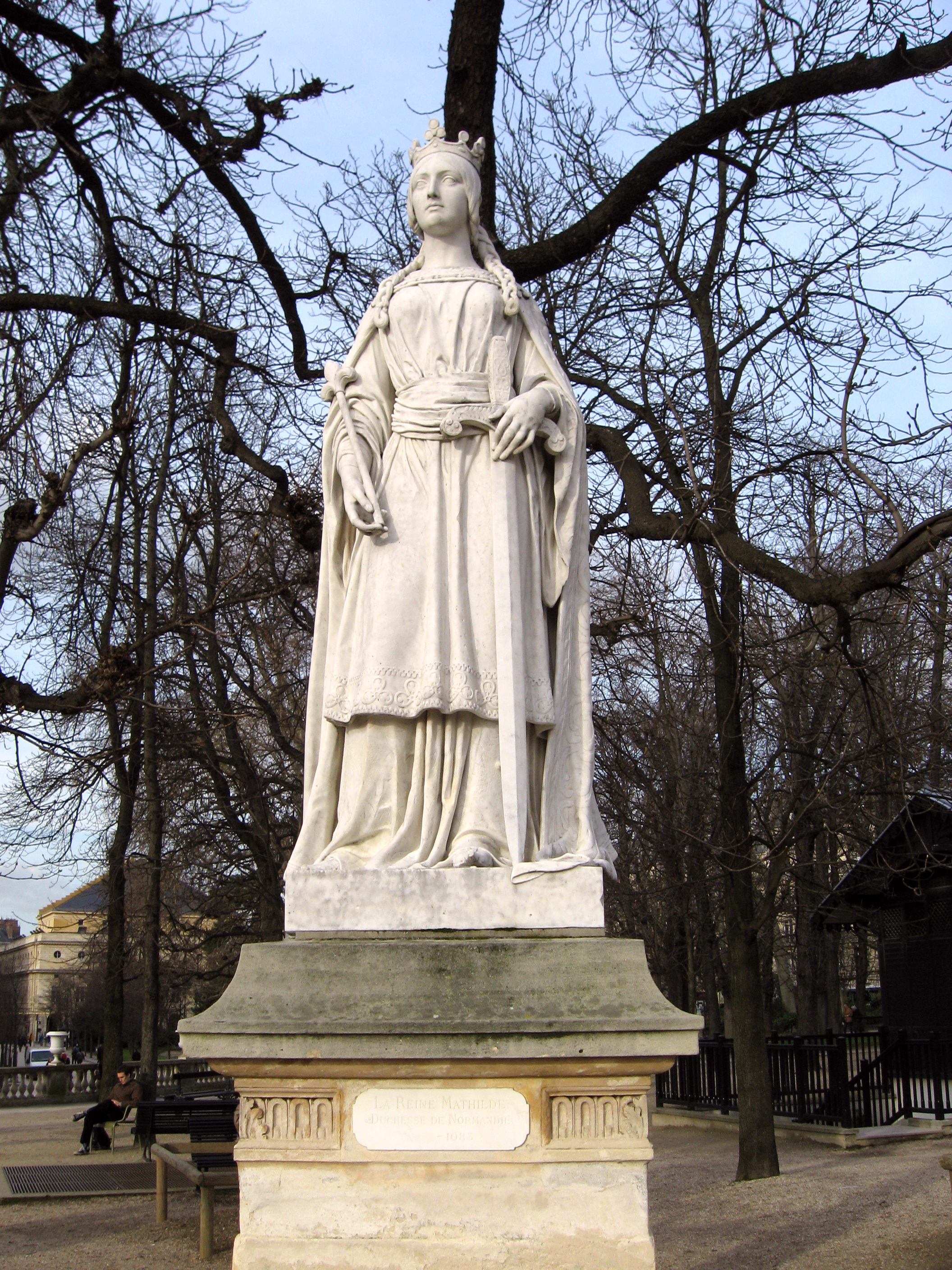 Statue of Mathilda of Flanders in Paris, By Tosca - Own work, CC BY-SA 3.0,  https://commons.wikimedia.org/w/index.php?curid=2104003