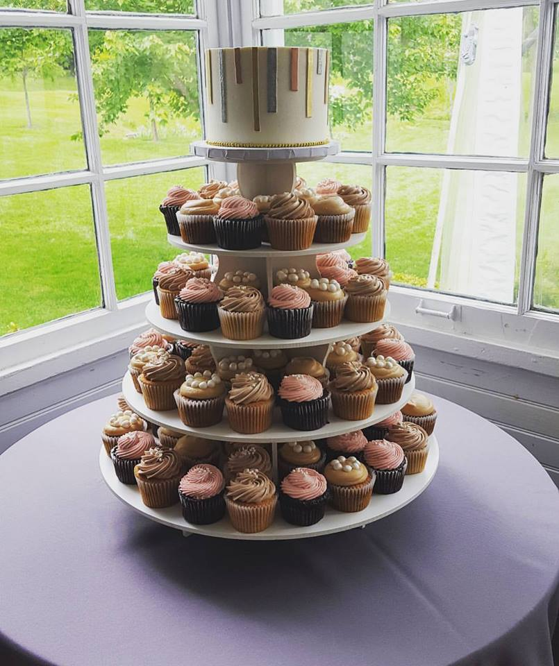 cupcake tower 1.jpg