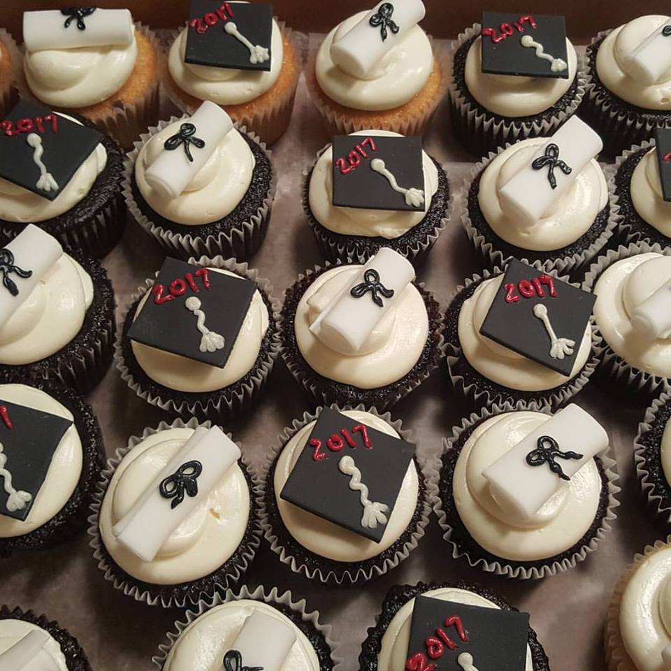 grad cupcakes.jpg