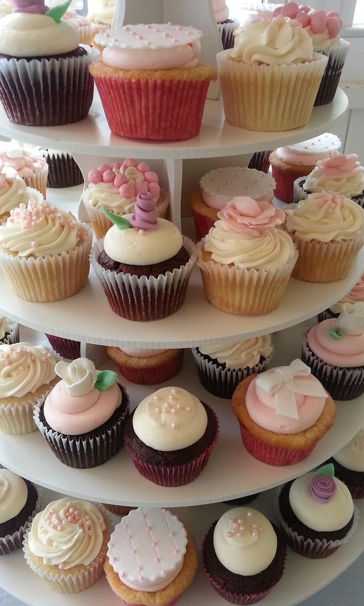 Peri's flower cupcakes.jpg