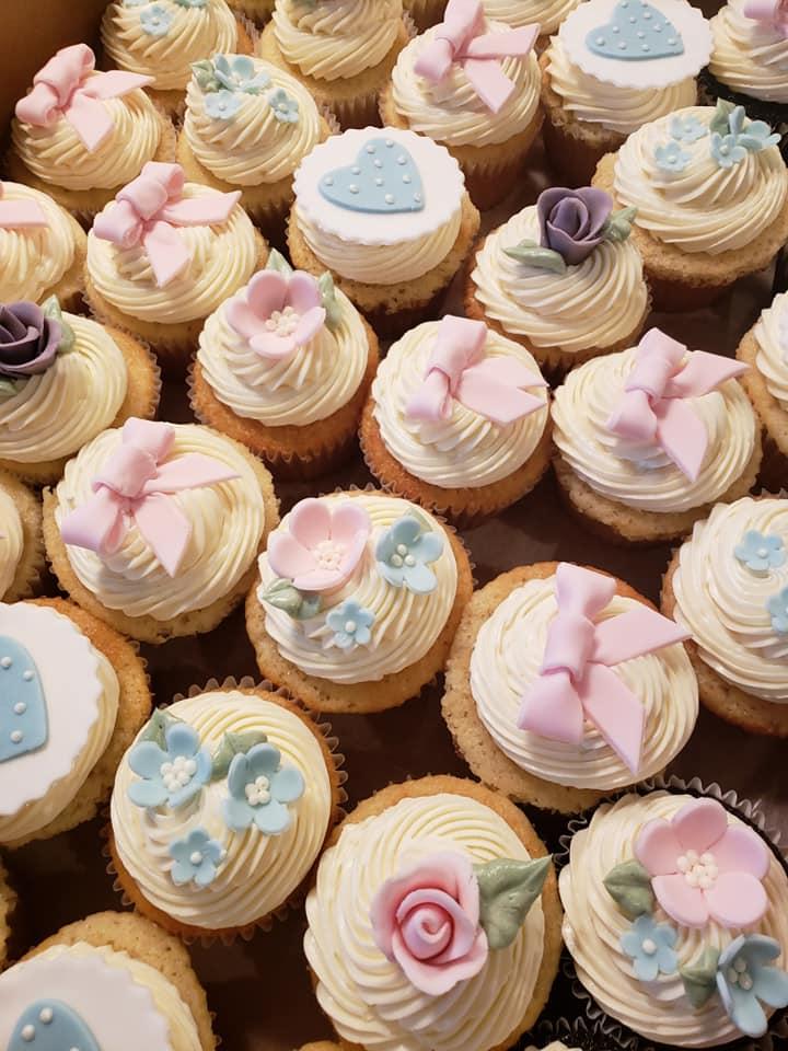 bow cupcakes.jpg