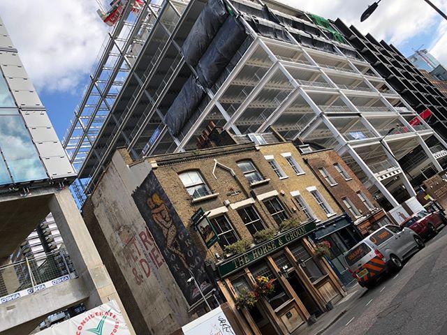 up up up, - #shoreditch #eastlondon #HorseAndGroom #pub #pubs #bar #beer #drinks #drinkup #ukpubs #craftbeer #realale #pubsigns #thirsty #beerlover #beermoney #chefmode #onmytable #pizza 