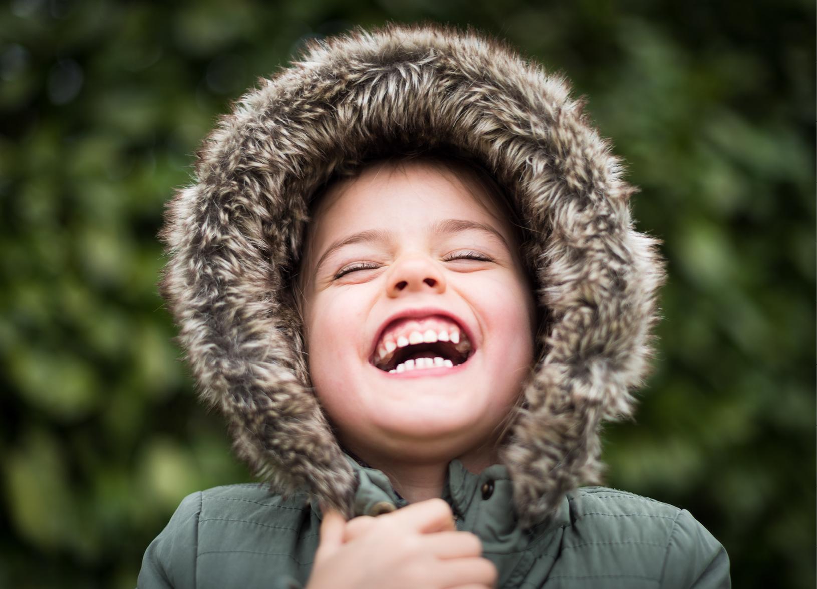Odontopediatria - Se ocupa de tratar a los niños, incluso a los bebés. Se trata de una especialidad muy relacionada con la ortodoncia, ya que una de las funciones más importantes de un dentista infantil es la de detectar posibles anomalías de los maxilares o de la posición de los dientes en los niños para, en caso necesario, dirigirlo al ortodoncista especialista en ortodoncia Infantil.